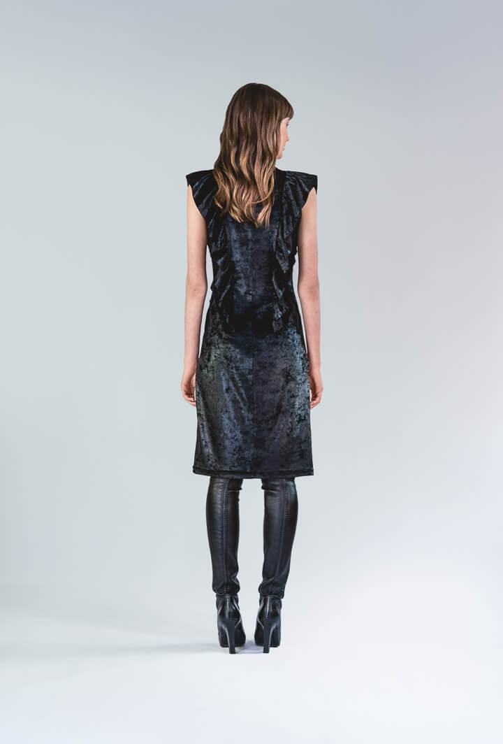 Бархатное платье с воланами