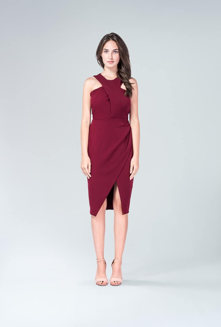 Бордовое платье с запахом
