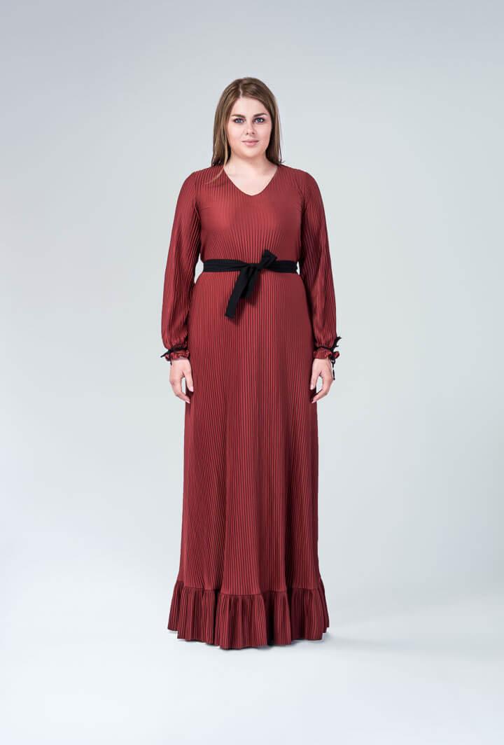 Коричневое плиссированное платье
