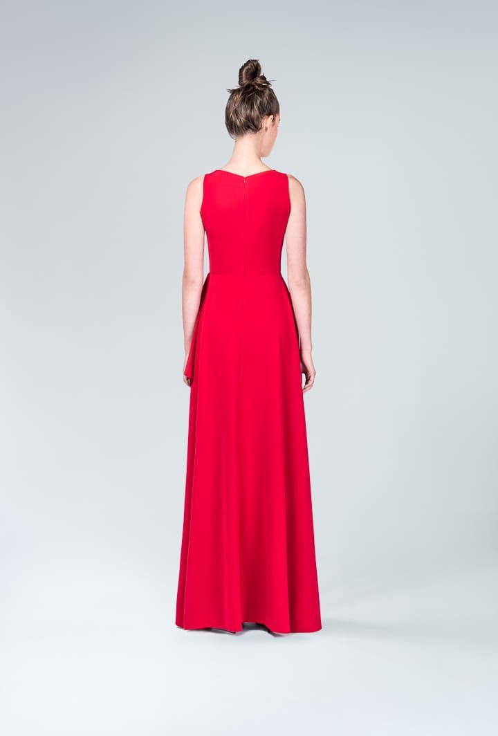 Красное платье с разрезом