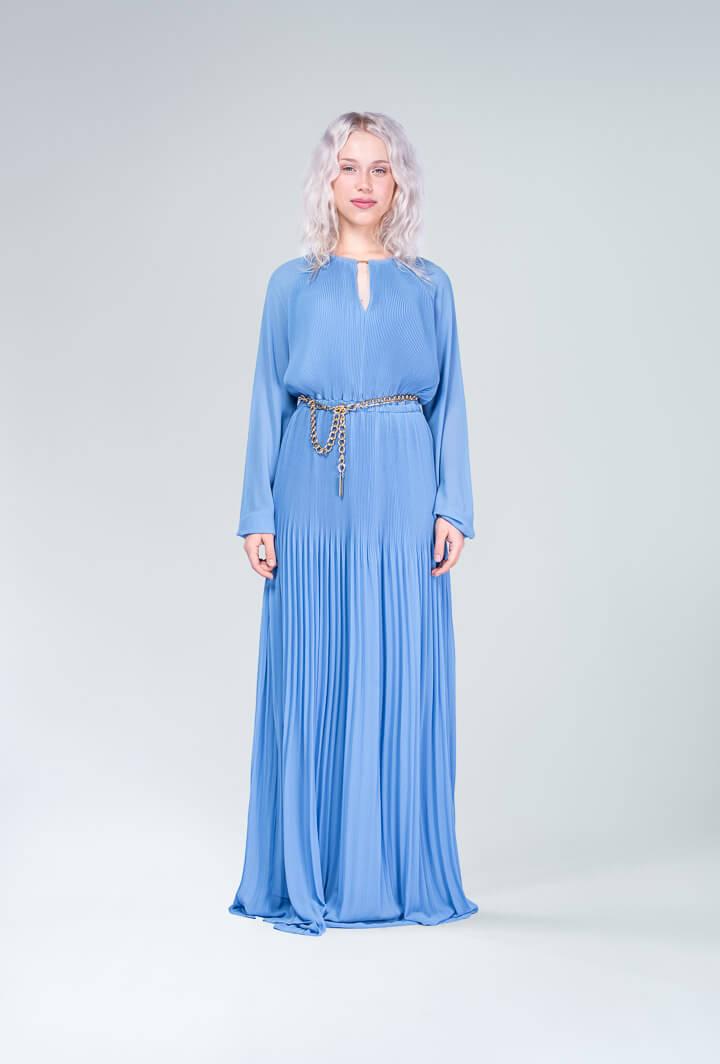 Платье плиссированное с поясом