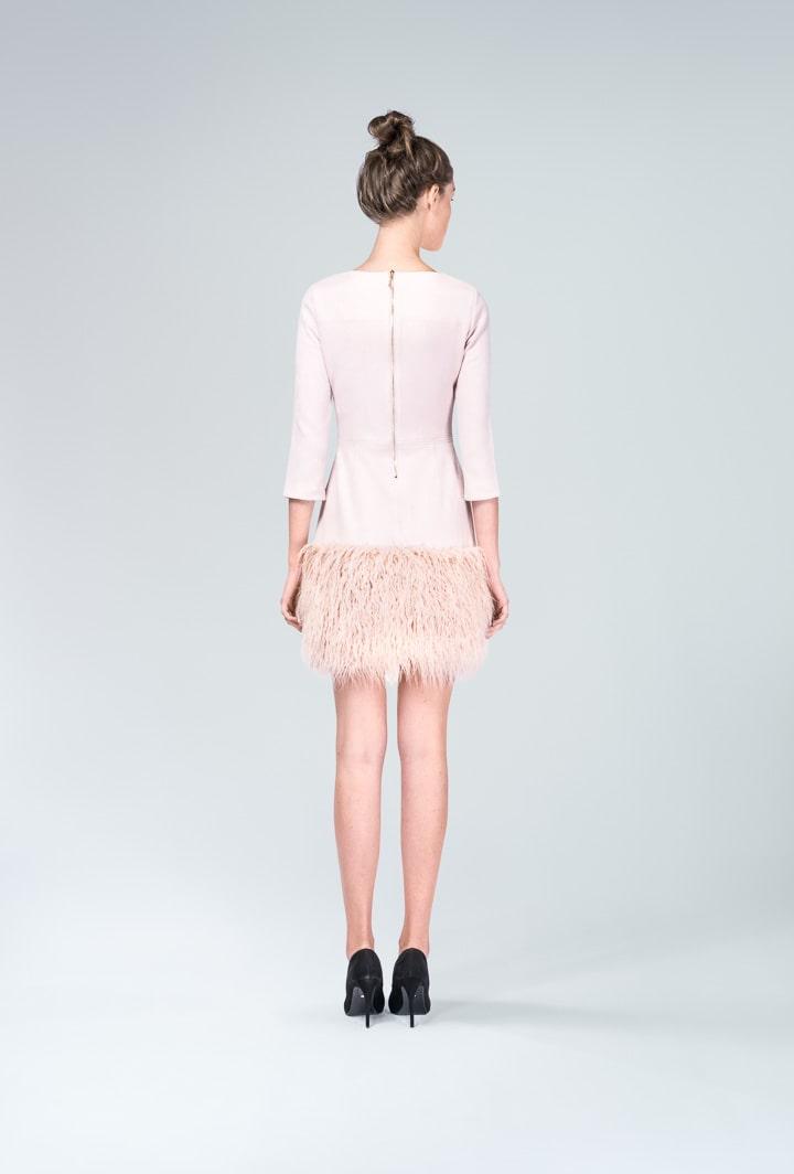 Платье пудровое с мехом