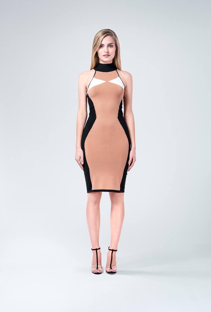 Силуэтное бежевое платье